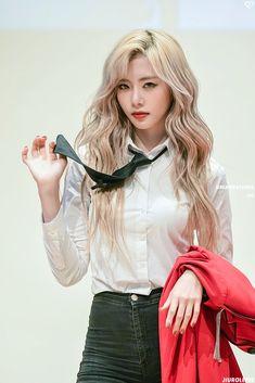 Photo album containing 18 pictures of JiU Kpop Girl Groups, Korean Girl Groups, Kpop Girls, Steven Universe, Asian Woman, Asian Girl, Kim Min Ji, Jiu Dreamcatcher, Pink Princess