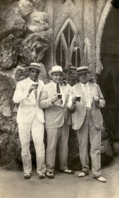 Mayor of Havana, Julio Morales, Al Capone and Capone's lawyer J. Fritz Gordon at the Tropical Garden, Havana, Cuba. Al Capone, Real Gangster, Mafia Gangster, Old Photos, Vintage Photos, Vintage Cuba, Vintage Photographs, Vintage Florida, Chicago Outfit