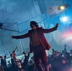 Down to do the clown - Movies - Buvizyon Joker Film, Joker Dc, Joker And Harley Quinn, Joaquin Phoenix, Joker Phoenix, Rock And Roll, Joker Poster, Joker Images, Send In The Clowns