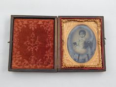 Antique Ambrotype Daguerreotype 1/9 Plate Toddler Small Child Girl w / Case