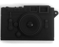Buisness card holder- Camera shaped    http://www.revdesign.biz/servlet/the-1435/Kikkerland-Camera-Name-Card/Detail