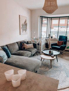 Gezien vanaf de keuken Table, Furniture, Home Decor, Homemade Home Decor, Mesas, Home Furnishings, Desk, Decoration Home, Tabletop