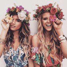Festival / Wavy Hair & Flower Crowns