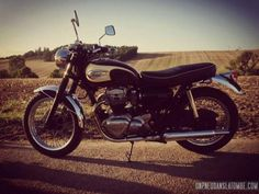 La Kawasaki W650 de Miki...