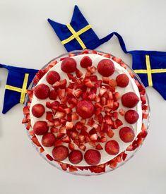 Sommartårta | Fru Lilja Cherry, Fruit, Food, The Fruit, Meals, Prunus, Yemek, Eten