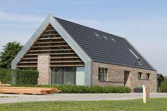 Combi grijs dak met bakstenen mooi. In het echt gezien. verhouding hoog/breed 5/6