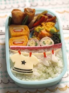 Hanging Laundry Kyaraben Bento by みほちん - - ahh its so simple and sweet! maybe I'll attempt something like this this week, it looks doable.