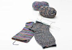 Montako silmukkaa sukkiin? Villasukan silmukkamäärät | Kodin Kuvalehti Knitting Wool, Knitting Socks, Knitting Projects, Knitting Patterns, Knitting Ideas, Diy And Crafts, Arts And Crafts, Leg Warmers, Mittens