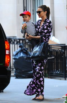Pin for Later: Miranda Kerr Has an Outfit For Just About Everything Miranda Kerr got print happy in a Diane von Furstenberg maxi dress and her black Céline bag in NYC. Estilo Miranda Kerr, Miranda Kerr Street Style, Diane Von Furstenberg, Jimmy Fallon, Her Style, Fashion Looks, Fashion Fashion, Runway Fashion, Ladies Fashion