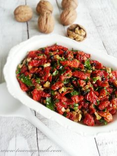 Ingredients: – dried tomatoes – 15 whole walnuts – 2 tablespoons … - Salat Salad Recipes, Snack Recipes, Turkish Recipes, Ethnic Recipes, Dried Tomatoes, Yummy Snacks, Kung Pao Chicken, Good Food, Tomatoes
