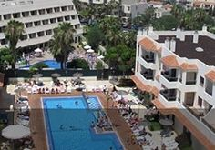 Looking for a relaxing and fun family resort in Tenerife? Choose from self catering holiday apartments, fabulous resorts with kid's clubs and cheap accommodations! Family Resorts, Hotels And Resorts, Cheap Accommodation, Travel 2017, Holiday Apartments, Tenerife, Family Travel, Fun, Kids