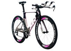 Quintana Roo Triathlon Bike. <3 the pink detail