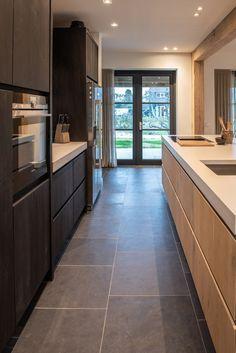 Kitchen Room Design, Home Decor Kitchen, Kitchen Interior, Home Kitchens, Glass Kitchen, Ikea Kitchen, Kitchen Cabinets And Backsplash, Modern Kitchen Island, Kitchen Trends