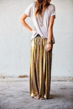 The slinky gold maxi skirt dresses it up but add a slouchy tshirt and it's magic, love the everyday luxe look Mode Chic, Mode Style, Style Me, Estilo Fashion, Look Fashion, Ideias Fashion, Skirt Fashion, Street Fashion, How To Have Style