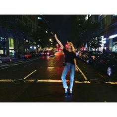 Super cool girl Camille Rowe is cruising around L. even if it is just to see Camille's amazing outfits and her endless collection of vintage tshirts! Rosie Huntington Whiteley, Miranda Kerr, Miley Cyrus, Lady Gaga, Kendall Jenner, Kim Kardashian, Camille Rowe Style, New York Life, Victorias Secret Models
