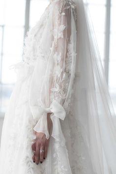 Best Wedding Dresses, Bridal Dresses, Wedding Gowns, Modest Wedding, Fashion Foto, Style Fashion, Fashion Trends, Fall Fashion, Fashion Tips