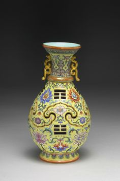 Vase with Revolving Core and Eight-Trigram Design, Qing dynasty, reign of the Qianlong emperor, 1735–96