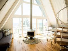 Cozy, quiet A-frame cabin at on the beach County Line to rest your head // I'm officially in love with this little house