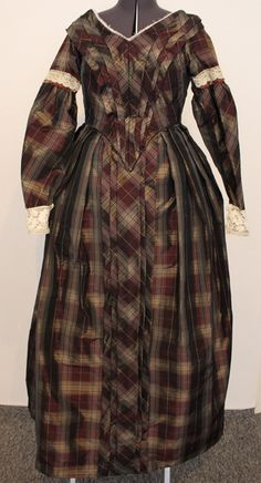 Kleid um 1845-47 aus kariertem Taft (Tagesvariante)