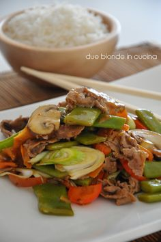 Two blondes in the kitchen: Thai style beef – Chicken Recipes Cabbage Recipes, Meat Recipes, Wine Recipes, Food Network Recipes, Asian Recipes, Chicken Recipes, Ethnic Recipes, Fast Healthy Meals, Healthy Recipes