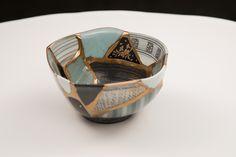 2016年4月14日に発生した熊本地震で被害を受けた5人の陶芸家から 地震で割れてしまった作品の陶片を集め、一度は壊れてしまった器を金継ぎの技を使って蘇らせることで 新しい価値観を産み出すプロジェクトです。KUMAMOTO UTSUWA REBORN PROJECT Class Ring, Art Projects, Rings For Men, Jewelry, Men Rings, Jewlery, Jewerly, Schmuck, Jewels