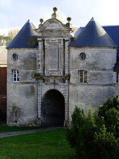 Château d'Esnes situé à Esnes, dans le département du Nord, Nord-Pas-de-Calais, France.