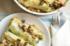 Cannelloni ripieni! a mesma massa da lasanha mas usada como fosse panqueca. o mais comum é feito com ricota e esprinafre e com molho besciamel, mas tem tmb de carne moida.