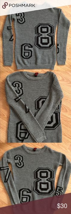 """Yoki name brand shirt! sweater """"flawless"""" Size small super cute name brand sweater!! You'll love 😍😍😍 perfect condition! Yoki Sweaters Crew & Scoop Necks"""