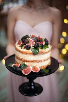 Fig and blackberry buttercream cake byRye London (while using formula!, Fig and blackberry buttercream cake byRye London (while using menu! ¿Quieres hacer postres durante casa embargo simply no dispones nufactured horno a not any te apetece . Mini Cakes, Cupcake Cakes, Cupcakes, Nake Cake, Cheesecake Wedding Cake, Fig Cake, Cake Trends, Cake Toppings, Buttercream Cake