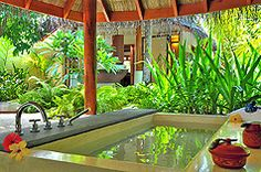 maldives resort tub. yes, please.
