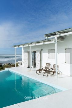 look at that pool ,and the beach.what a spot! The Places Youll Go, Cool Places To Visit, Great Places, Swimming Pool House, Swimming Pools, Interior Photography, Landscape Photography, Fishermans Cottage, Entertainment Area