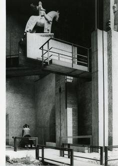 CARLO SCARPA, Museo di Castelvecchio, Verona, Italy (1956-1964). Photograph by Paolo Monti, 1982 (Fondo Paolo Monti, BEIC). / Wikipedia