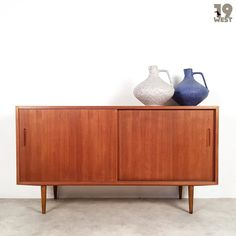 New on www.19west.de: a Danish teak sideboard from the 1960's manufactured by Hundevad & Co. #19west #vintage #design #danishdesign #sixties #home #interior #furnituredesign