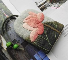 Patchwork Fabric, Patchwork Bags, Quilted Bag, Small Quilts, Mini Quilts, Fabric Crafts, Sewing Crafts, Japanese Patchwork, Key Pouch