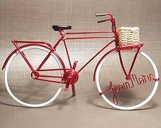 Miniature Dutch bike with wicker basket / Dutch bike in aluminum wire with basketball Wire Crafts, Diy And Crafts, Dutch Bike, Man Cave Garage, Flower Doodles, Bike Art, Artisanal, Wicker Baskets, New Art