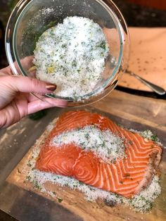 I might never buy lox again. My world has been rocked by the simple act of curing my own salmon. I don't know if I've ever been prouder of myself in the kitchen! Gravlax is a cured salm… Cured Salmon Recipe, Salmon Recipes, Fish Recipes, Gravlax Recipe, Lox Recipe, Salmon Bagel, Dill Salmon, Cooked Spinach Recipes, Salmon Dishes