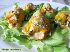 I fiori di zucca ripieni sono facili da preparare e molto saporiti anche se non fritti. Infatti basterà una veloce passata al forno per farli dorare.