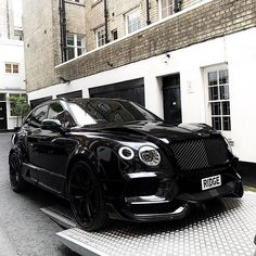 Bentley Bentayga Photo by - New world trends Porsche, Audi, Bmw, Lamborghini, Bugatti, Ferrari, Luxury Boat, New Luxury Cars, Small Luxury Cars