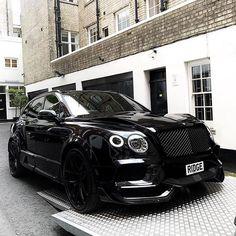 Bentley Bentayga Photo by - New world trends Porsche, Audi, Bmw, Luxury Boat, Small Luxury Cars, New Luxury Cars, Luxury Suv, Lamborghini, Bugatti