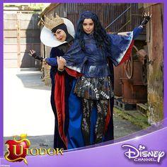 Evil Queen and Evie Disney Channel Descendants, Disney Descendants 3, Descendants Cast, Disney Channel Original, Original Movie, Cameron Boyce, Evie Costume, Mal And Evie, Evil Queens
