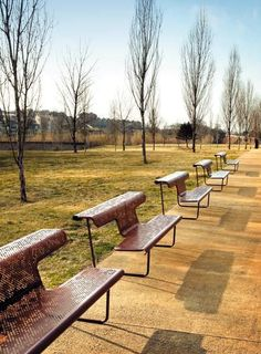 Design public bench with desk in metal by Alfredo Häberli - EL POETA - BD . Cheap Patio Furniture, Parks Furniture, Urban Furniture, Street Furniture, Garden Furniture, Furniture Design, Concrete Furniture, Urban Landscape, Landscape Design