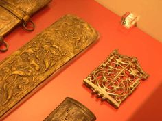 Roman legionnaire artefacts. Leiden Museum, NL, 3 scabbard decorations, the left two for Mainz and the lower one for a Pompeianus gladius.   To the right a balteus decoration showing amongst neo-celtic trumpets also a beneficarius signum head (in silver)