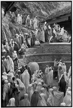 """Mahdum Shah Ziarat mosque. Friday prayer."" Srinagar, Kashmir, India • 1948. (Photo: Henri Cartier-Bresson/Magnum Photos)"