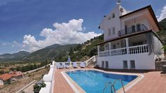 Villa Yasemin 1 �z�ml� Located in Uzumlu, this air-conditioned holiday home is situated 18 km from Fethiye. The property is 25 km from Oludeniz and boasts views of the mountain. Free WiFi is available throughout the property.  The kitchen features an oven and a microwave.