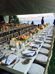 Μια υπέροχη δεξίωση γάμου έλαβε χώρα στο καταπράσινο φιλόξενο περιβάλλον του Gallery στο Island Art and Taste, πλαισιωμένη από το γαλάζιο της θάλασσας και του ουρανού!  #ARIAFineCatering #DestinationWeddings #DestinationWedding #AthensRiviera