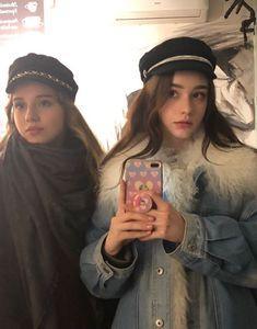 Taran with friend Beautiful Girl Image, Beautiful Hijab, Beautiful Gorgeous, Girl Pictures, Girl Photos, Cute Fashion, Girl Fashion, Plain Girl, Selfie Poses