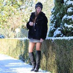 Buon inizio settimana ... io ho approfittato della poca neve per fare delle foto Hat @filippocatarzi Fur Coat @michaelkors  . .  #ootd #lookoftheday #fashion #fashiongram #style #love #beautiful ##fur #lookbook #accessories #ootdshare #mystyle #fashionista #instastyle #instafashion #outfitpost #fashionpost #black #fashiondiaries #michaelkors #madeinitaly #sensual #elegant #boots #shoes #latergram @tptpgirl
