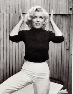 Photos of Marilyn Monroe Not Giving a Damn – Black and white photo by Alfred Eisenstaedt 1953.