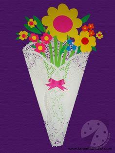 Un mazzo di fiori facile da realizzare creato con cartoncini colorati. Idea da tenere presente come lavoretto per la Primavera e per la Festa della Mamma.