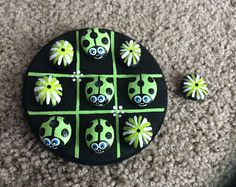 Handpainted miniature tic tac toe game made with painted rocks Stone Crafts, Rock Crafts, Cute Crafts, Crafts To Sell, Arts And Crafts, Pebble Painting, Dot Painting, Pebble Art, Stone Painting